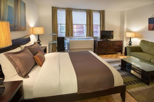 Midtown East at Windsor Court – A Premier Furnished Apartment Photo
