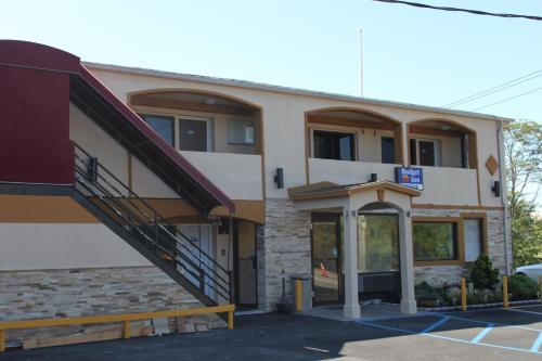 Budget Inn Massapequa Photo