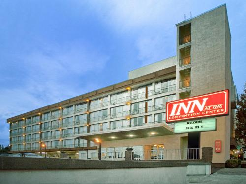 Inn at the Convention Center Photo