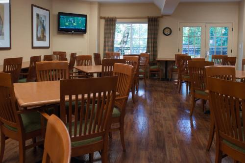 Phoenix Inn Suites - Eugene Photo