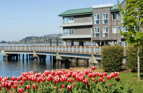 Silver Cloud Inn - Tacoma Waterfront Photo