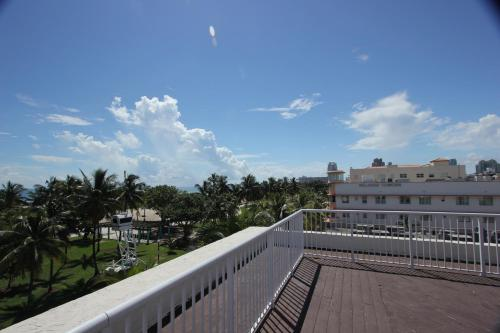 918 Ocean Drive Apartments Photo