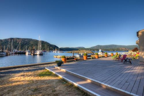 Oceanfront Suites at Cowichan Bay Photo