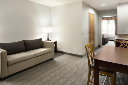 Country Inn & Suites by Radisson, Columbus West, OH Photo