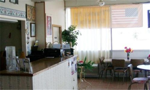 Knights Inn & Suites – Canyon
