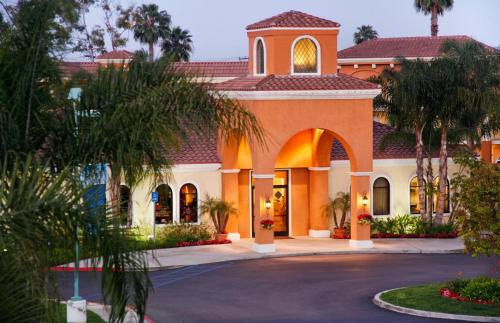 Cortona Inn and Suites Anaheim Resort Photo