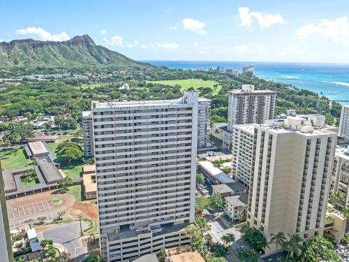 2-Min. Walk to Waikiki Beach Photo