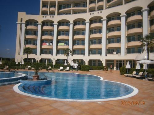 Private Apartment at Sunset Resort Pomorie - фото 0