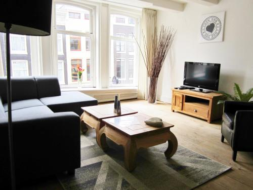 136 2 COZY SPACIOUS JORDAAN APARTMENT