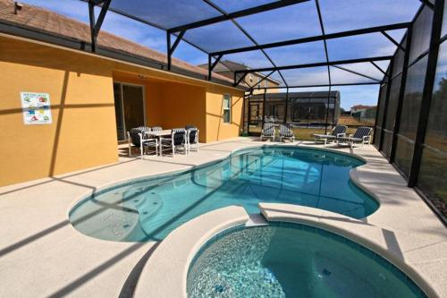 Calabria Pool Home 9110 Photo