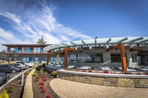Qualicum Beach Inn Photo