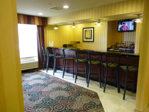 Cobblestone Inn & Suites Oshkosh Photo