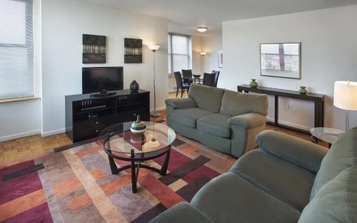 Grove Pointe - A Premier Furnished Apartment Photo