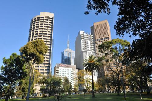 Mercure Melbourne Treasury Gardens photo 2