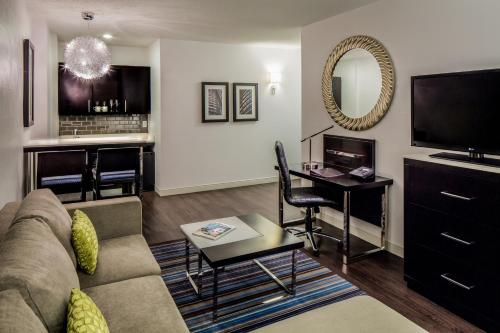 The Hollis Halifax - a DoubleTree Suites by Hilton Photo