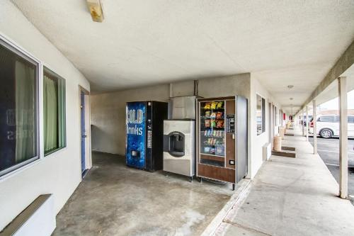 Motel 6 Manteca Photo