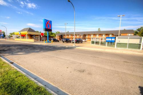 Motel 6 Lethbridge Photo