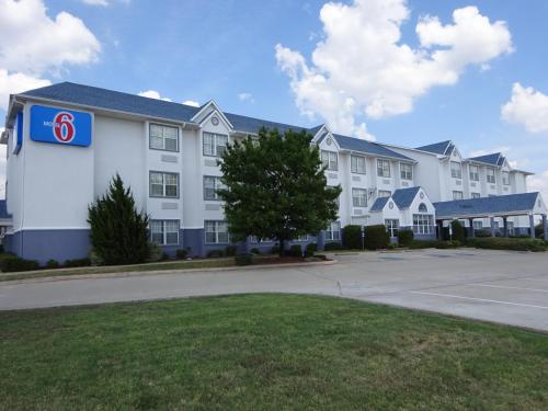 Motel 6 Fort Worth - Burleson photo
