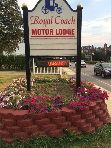Royale Coach Motor Lodge Photo