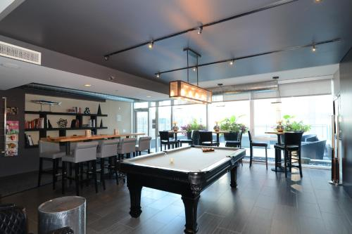 Furnished Suites in the Heart of River North Photo