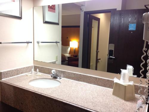 Norwood Inn & Suites Photo