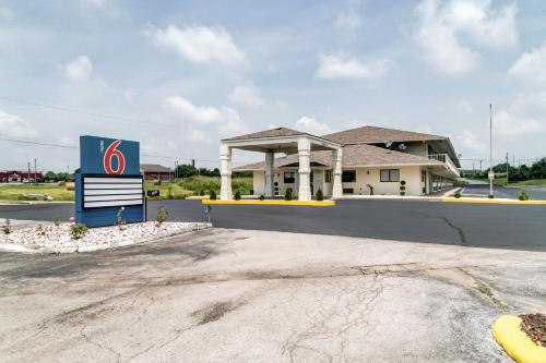 Motel 6 Berea Photo