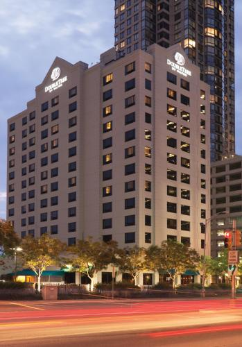 DoubleTree by Hilton Hotel & Suites Jersey City Photo