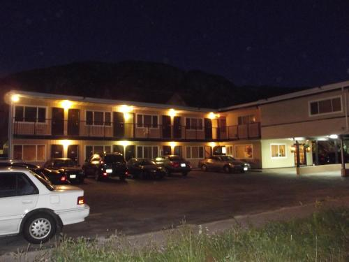 Squamish Budget Inn Photo