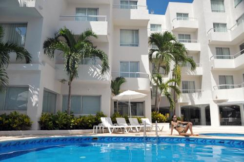Ramada Cancun City Photo