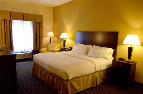 Holiday Inn Express & Suites Sidney Photo
