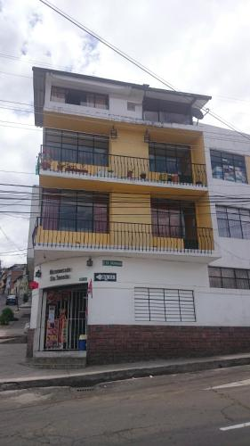 The Quito Guest House with Yellow Balconies Photo