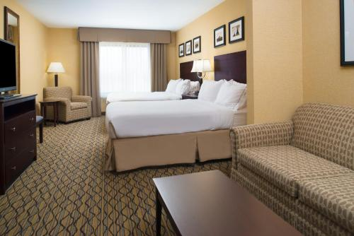 Holiday Inn Express and Suites Browning Photo