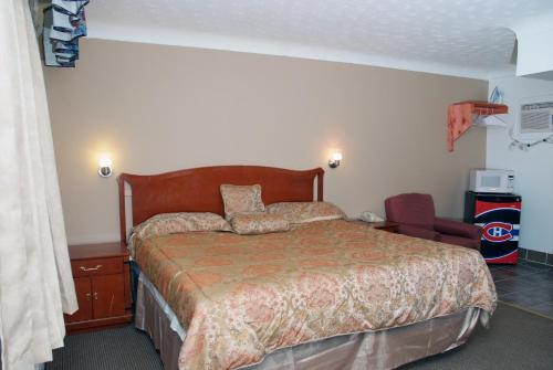 Fairway Inn & Suites Photo