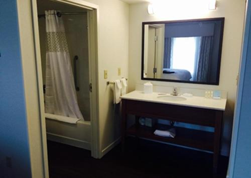 Hampton Inn & Suites - Pittsburgh/Harmarville, PA in Harmarville