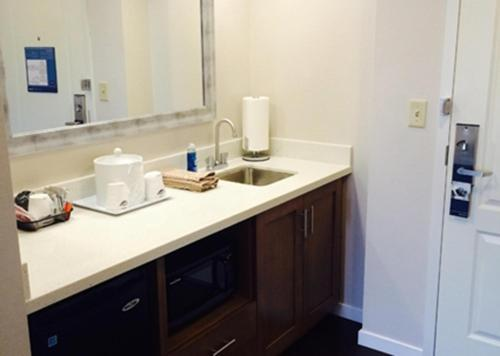 Hampton Inn & Suites - Pittsburgh/Harmarville, PA Photo