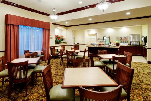 Country Inn and Suites College Station Photo