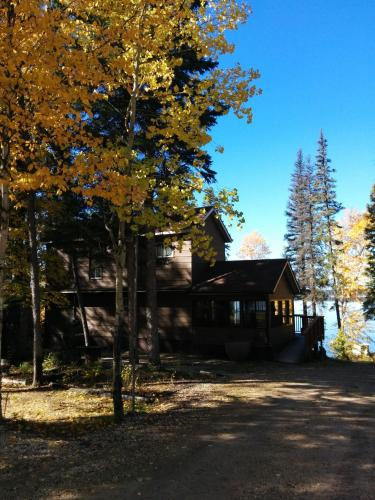 Sasagiu Rapids Lodge Photo