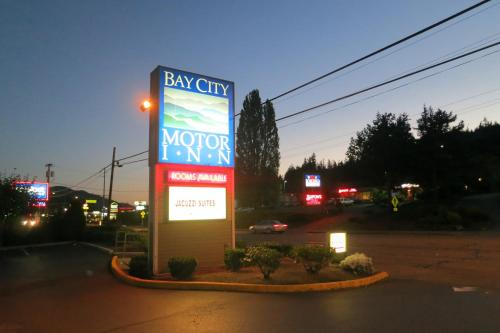Bay City Motor Inn Photo