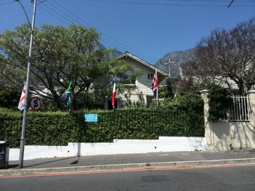Swiss Cottage Guest House Photo