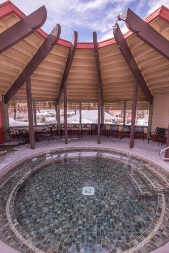The Lodge at Sierra Nevada Resort - Mammoth Lakes, CA 93546