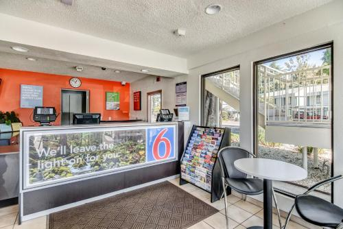 Motel 6 Stockton North Photo