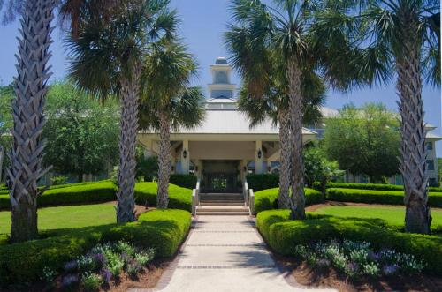 Inn and Club at Harbour Town Photo