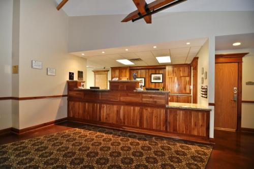 Timbercreek Inn & Suites Photo