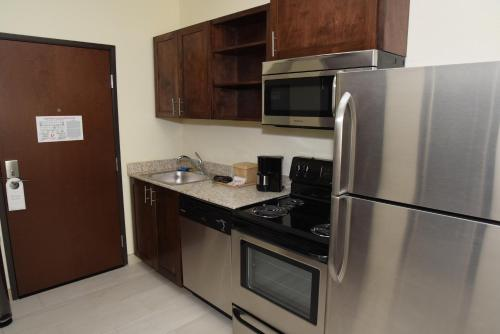 Home Away Suites Enid Photo