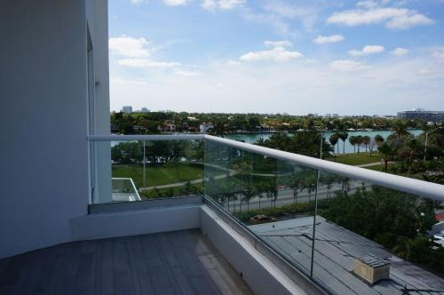 WelcomeinMiami- Collins Ave Apartment Photo