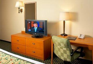 Fairfield Inn & Suites Detroit Metro Airport Romulus Photo