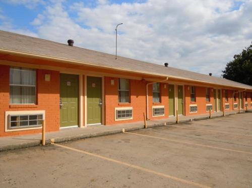 Pauls Valley (OK) United States  city photos gallery : Relax Inn Pauls Valley, Pauls Valley, OK, United States Overview ...