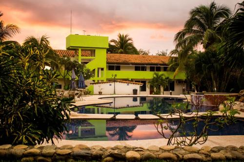 Hotel & Suites Punta Esmeralda Photo