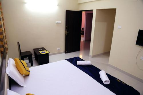Hotel Vista Rooms at RS Puram