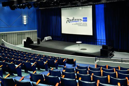 Radisson Blu Falconer Hotel & Conference Center photo 3